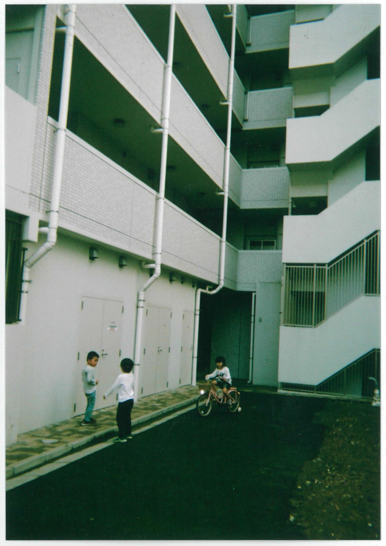 三小鳥の日常の風景 遊ぶ子ども達