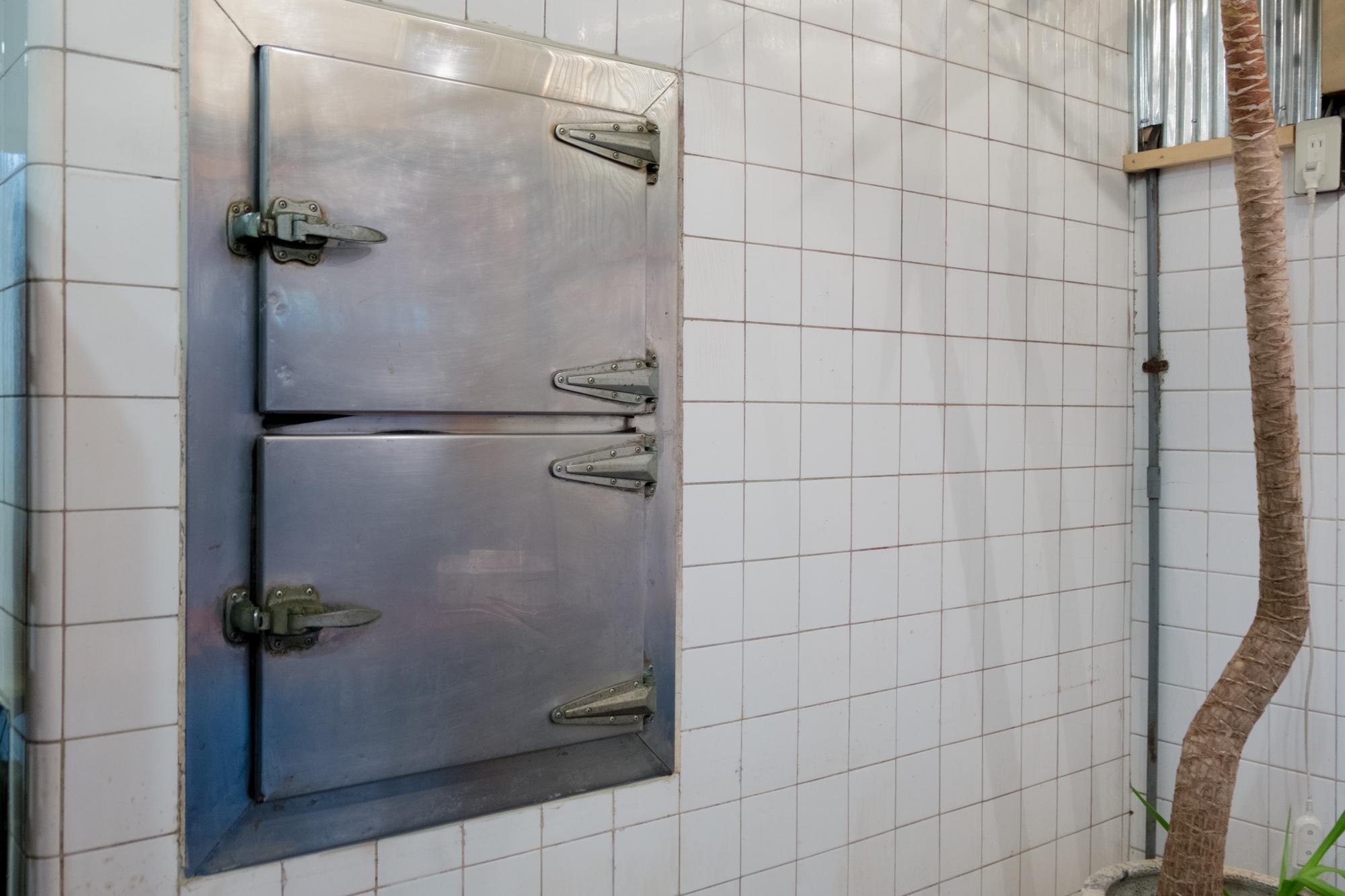 焼豚の松屋。昔の冷蔵庫